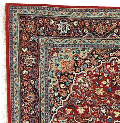 This is a shot of the corner of the rug showing the marvelous detail in the borders